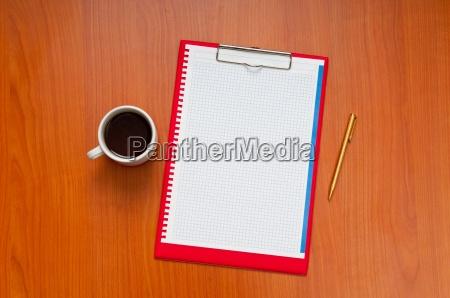 tischplatte mit vielen artikeln