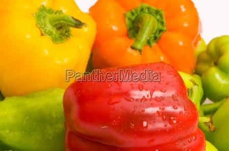 paprika auf dem markt stehen angeordnet