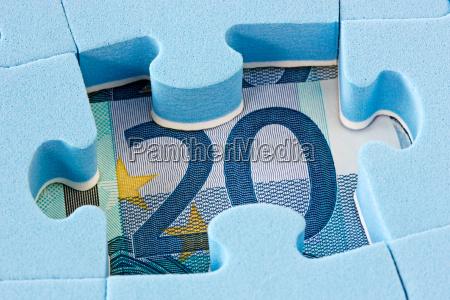 blaues puzzle auf euro waehrung