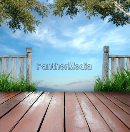 holz terrasse balkon vordach veranda saeulenhalle