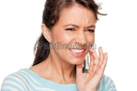 patientin mit zahnschmerzen