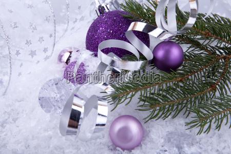 weihnachtskugel in pink mit silber und