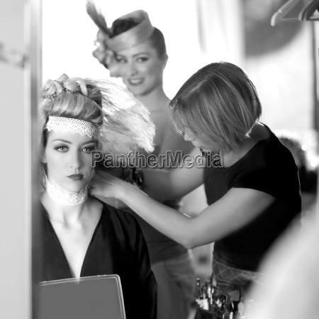backstage friseurmode mit make up kuenstler
