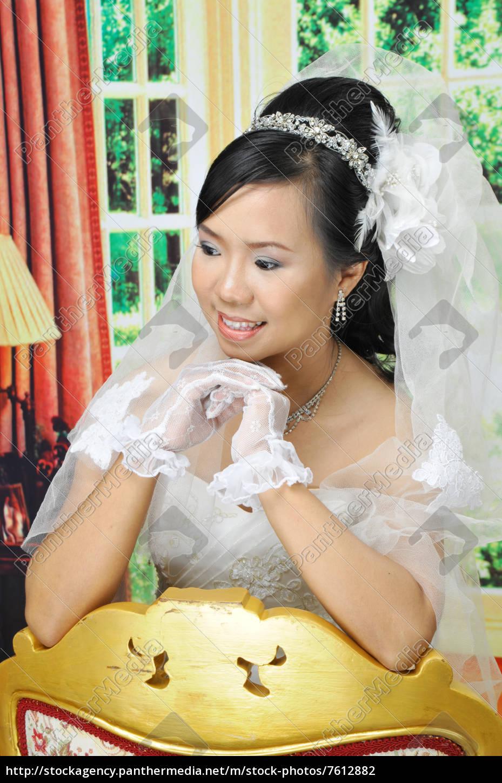 asiatische frauen im hochzeitskleid - Stock Photo - #7612882 ...