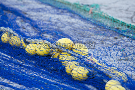 fischernetz mit leinen und seilen
