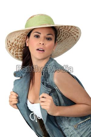 bluse braun braeunlich bruenett brust brustkasten
