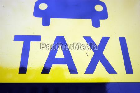 schild logo symbol taxi oeffentlicherverkehr strasse