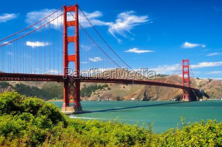 lebendige tageslandschaft der golden gate bridge
