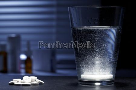 fizzy sprudelnde tablette im glas