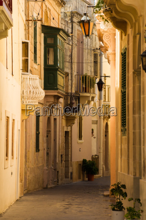 empty lane in a maltese town