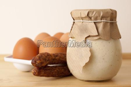eier wuerstchen und meerrettich zu ostern