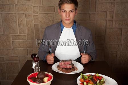 eat a beef steak