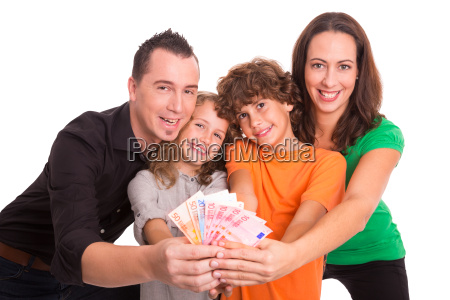 familie mit geld in den haenden