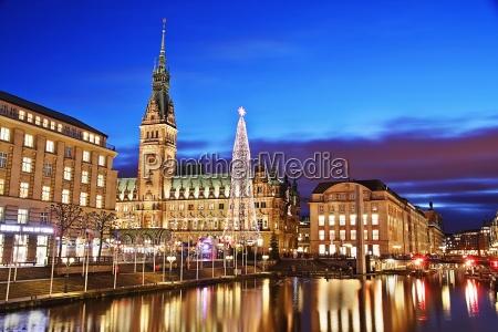 rathaus hamburg mit weihnachtsmarkt 2012