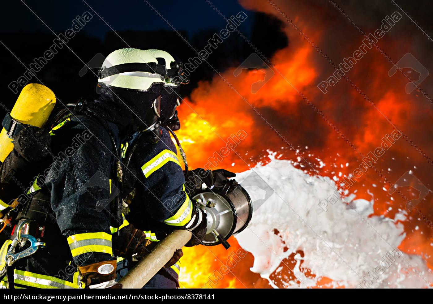feuerwehr, -, feuerwehrmänner, löschen, einen, brand - 8378141