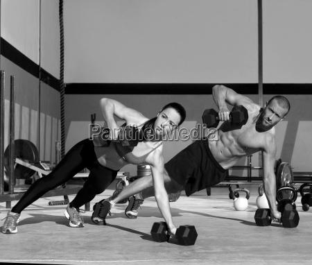 gym mann und frau push up