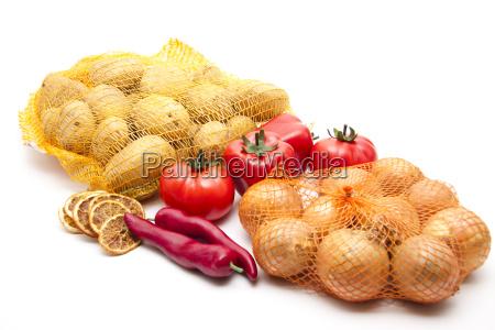 zwiebel mit tomaten und chili
