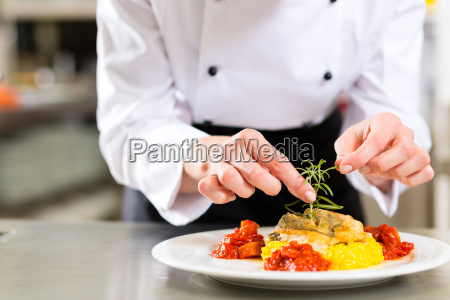 koechin in restaurant oder hotel kueche