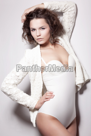 verlockung shiny supermodel female posieren in