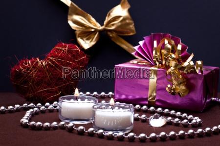 festlicher hintergrund mit geschenk und schleife