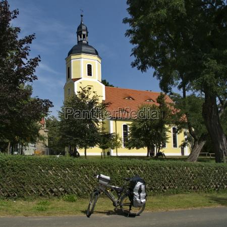 deutsche radfahrerkirche am elbe radweg bei
