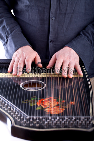 zither instrument spielen