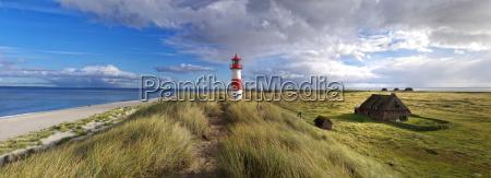 landschaftspanorama mit leuchtturm auf sylt