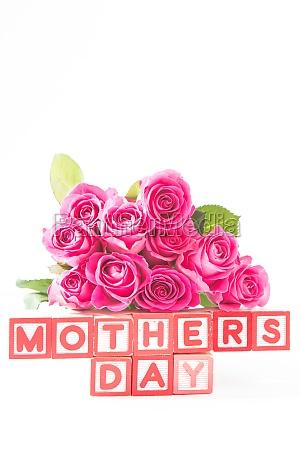 blumenstrauss von rosa rosen nahe bei