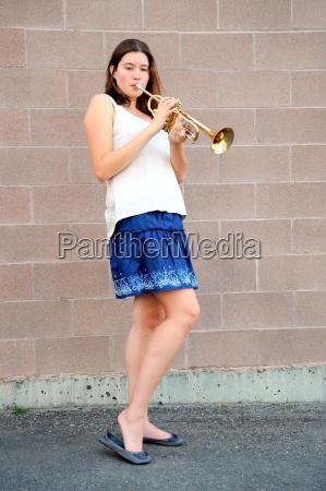 musik weiblich musiker musikant messing weibchen