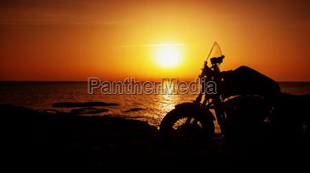 motorrad auf sonnenuntergang