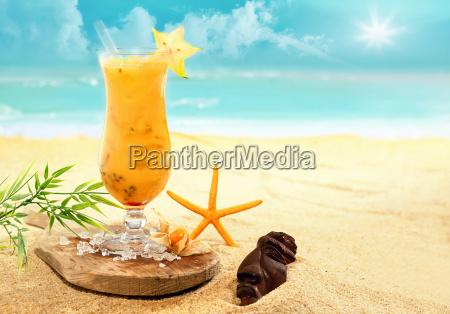 bunte karambole und orange cocktail