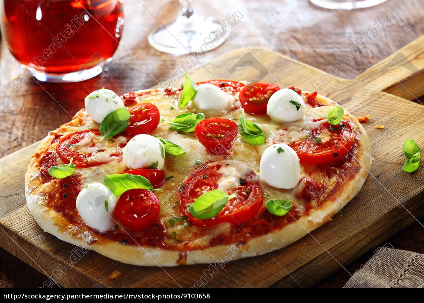 köstliche, hausgemachte, italienische, pizza - 9103658