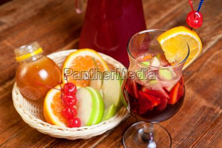 tasse glas becher trinkgefaess kelch orange