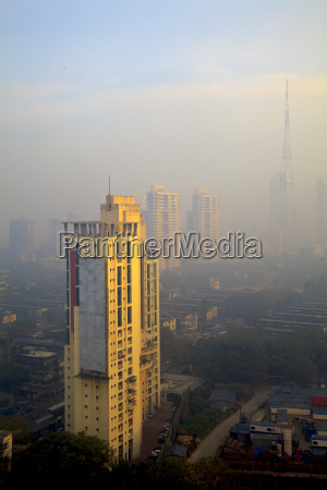 erhoehte ansicht von smog gefuellt bombay