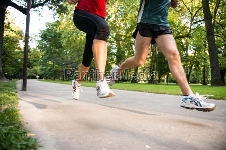 jogging paar detail der beine