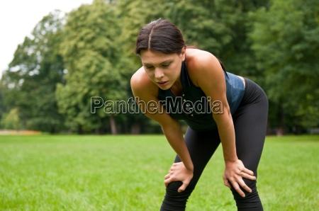 entspannung muede frau nach sport