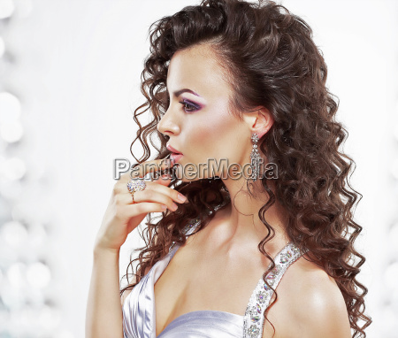 frau profil mode feminin braun braeunlich