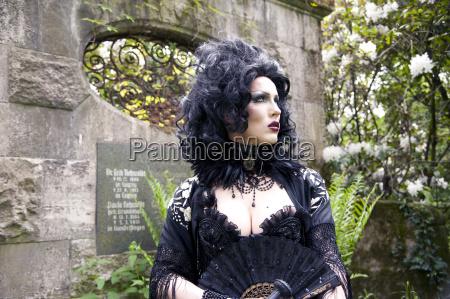 model pose atropa bella donna