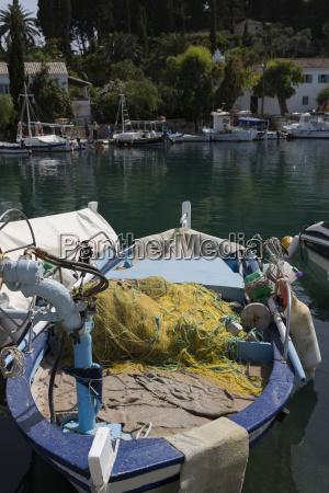 fischerboot auf korfu griechenland