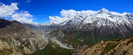 himalaya berge flusstal panorama in annapurna