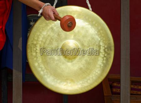 gong in einem buddhistischen kloster