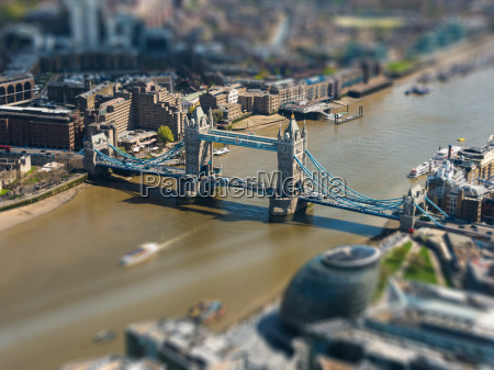 tower bridge und london city hall