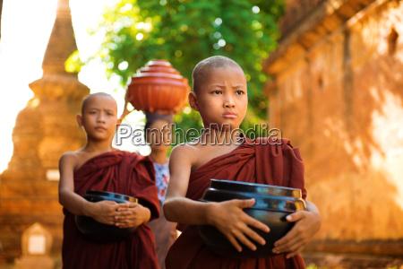 buddhistische moenche myanmar