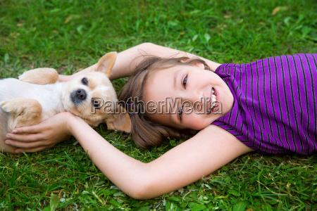 kindermaedchen das mit dem chihuahuahund liegt