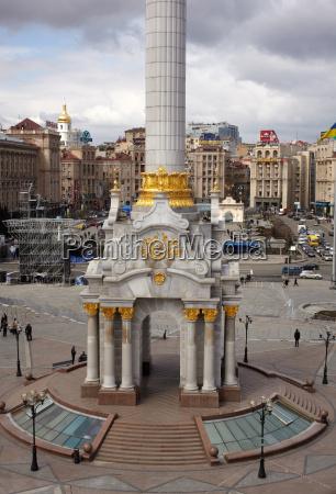 monumento columna ucrania secciones