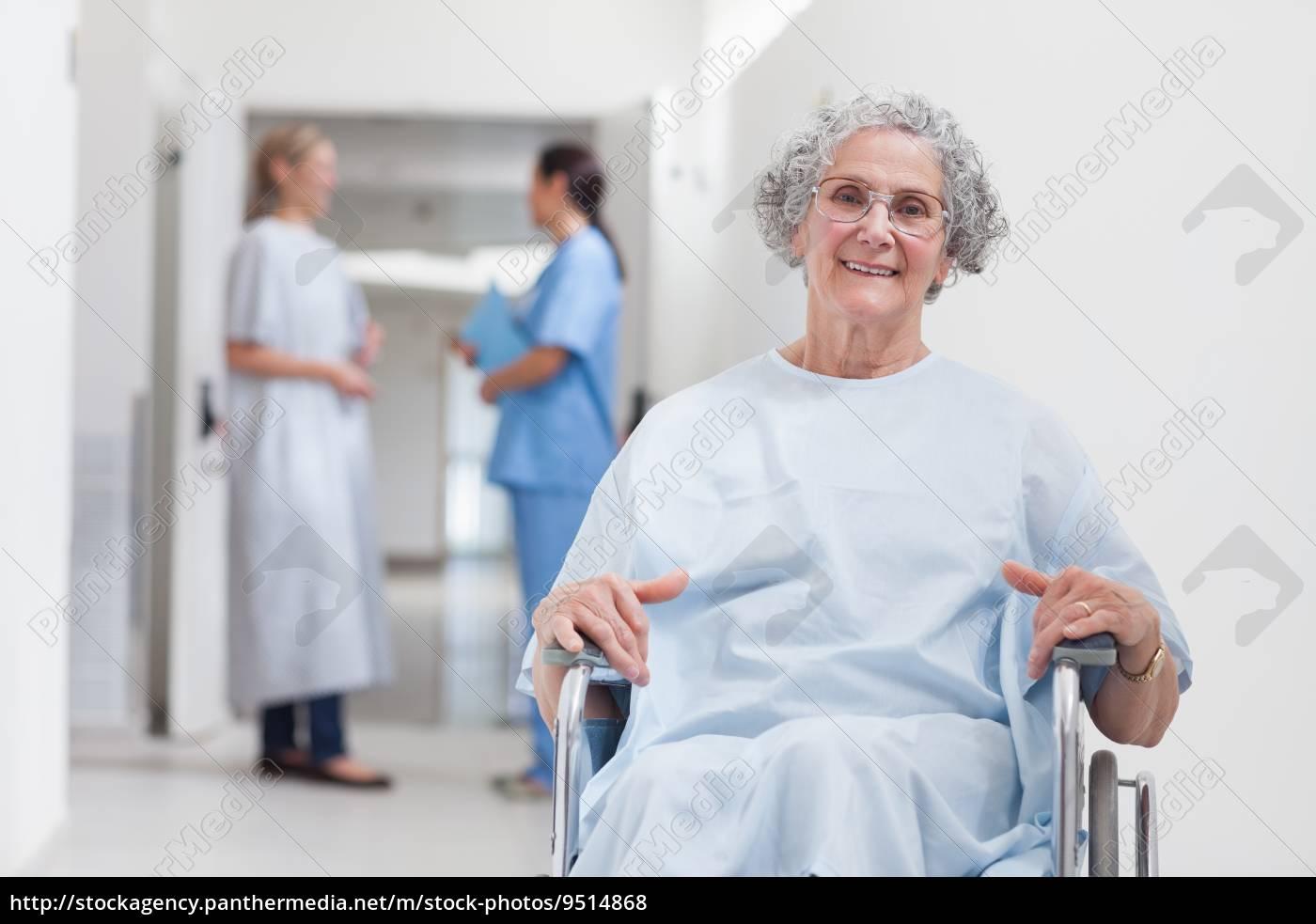 ältere, patienten, im, korridor - 9514868