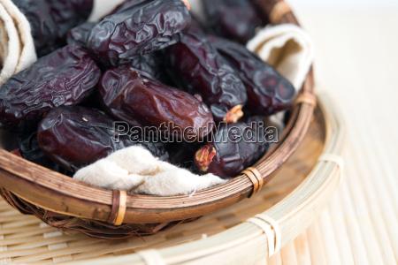 getrocknete dattelpalme fruechte oder kurma
