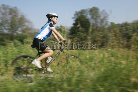 frau radfahrer fahrrad fahrad radl gebirge