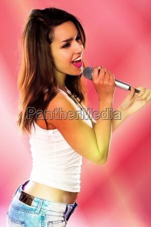 eine sexy frau singt