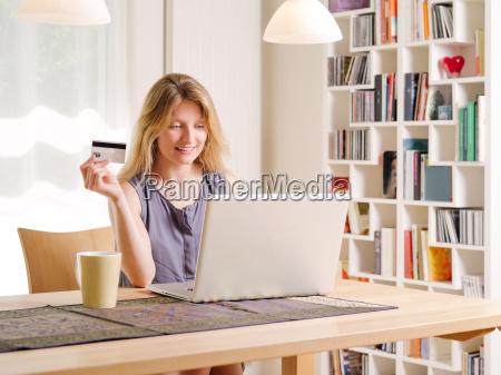 online mit kreditkarte einkaufen